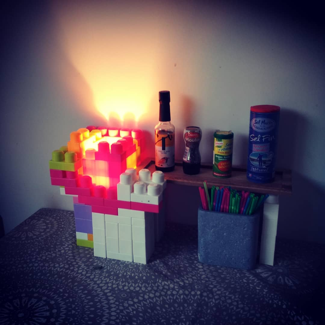 Can you make a simple lego light?